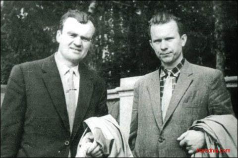 Алексей Карпюк (слева) и Василь Быков. Фото: Гугл.