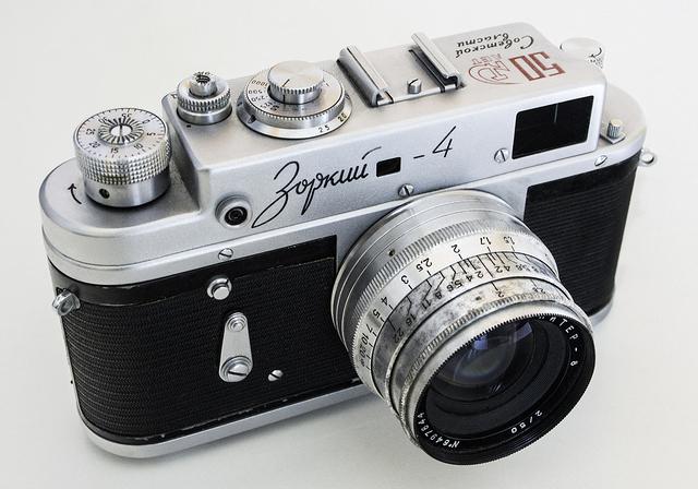"""Советский фотоаппарат """"Зоркий"""". А ведь действительно - надежный и зоркий. Фото: Гугл."""
