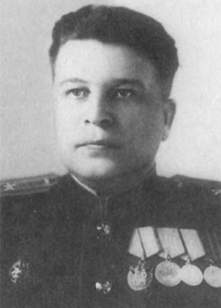 Бравый советский контрразведчик Олег Михайлович Грибанов. С погонами майора и наградами исключительно чекистского направления.