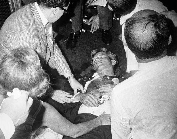 """Роберт Кеннеди после роковых выстрелов в гостинице """"Амбассадор"""" в Лос-Анджелесе. Ты свободен, свободен, воистину свободен... Фото: Гугл."""