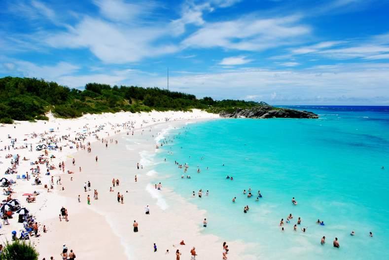 Вот так и жизнь проплывает мимо, как... э-э... м-м... Бермудские острова. Фото:Гугл.