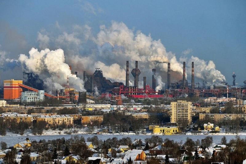 Город древний, город длинный... Нет, подождите, это не Свердловск, а Нижний Тагил, тоже, кстати, город древний. Фото: Гугл.