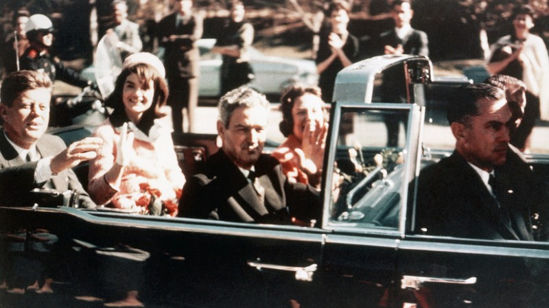 Даллас, ноябрь 1963, последние мирные секунды. Фото: Гугл.