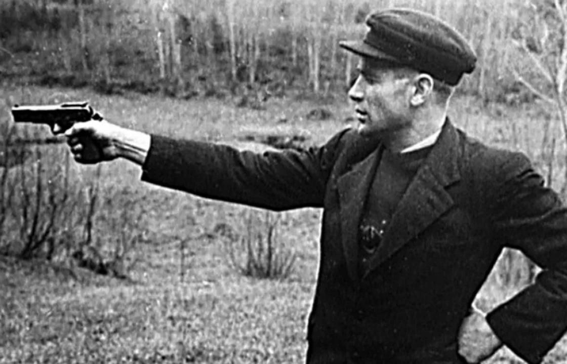Шило-Таврин набивает руку. Чтобы потом, значит, на тов. Сталина... Фото: Гугл.