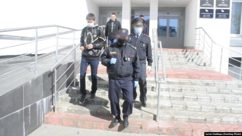 Задержание в Лиде одного из фельдшеров. Фото: Радыё Свабода.