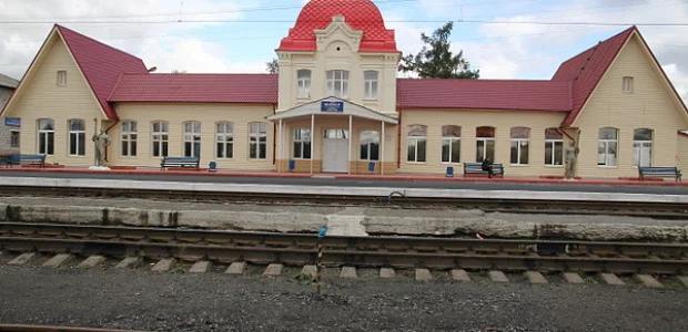 Железнодорожный вокзал в Серове. Фото: Гугл.