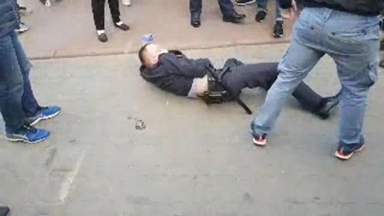 Участковый Козловский 29 мая в Гродно на Советской площади - падение. Фото: Гугл.
