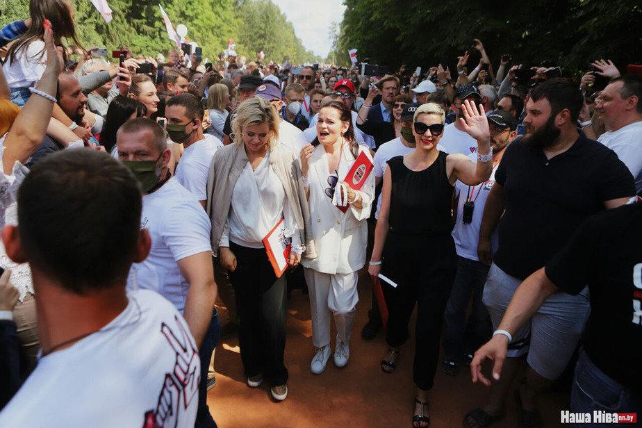 Светлана Тихановская в Коложском парке в Гродно 1 августа 2020 года. Фото: Наша ніва.