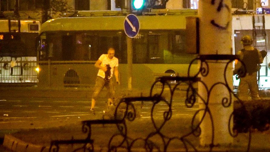 Наследники Наседкина в упор расстреливают  в Минске безоружного жителя города. Август 2020. Фото: Гугл.