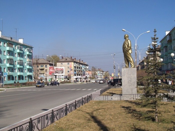 Этот Серов явно нынешний. А Ильич - стандартный. Фото: Гугл.