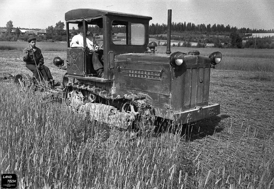 Прокати нас, Петруша, на тракторе, до околицы нас прокати. Фото: Гугл.