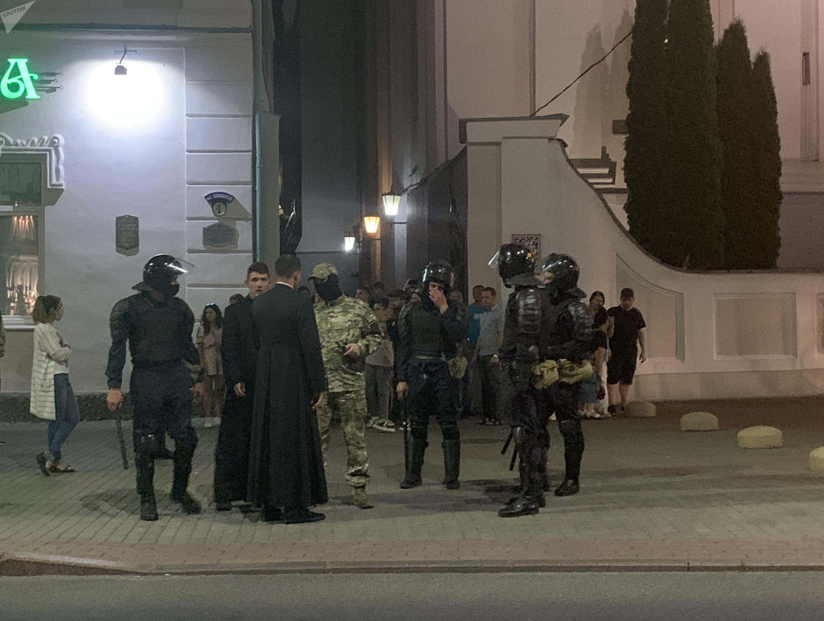 Королевский город Гродно, опоганенный чернорубашечниками с дубинками. Фото: Гугл.