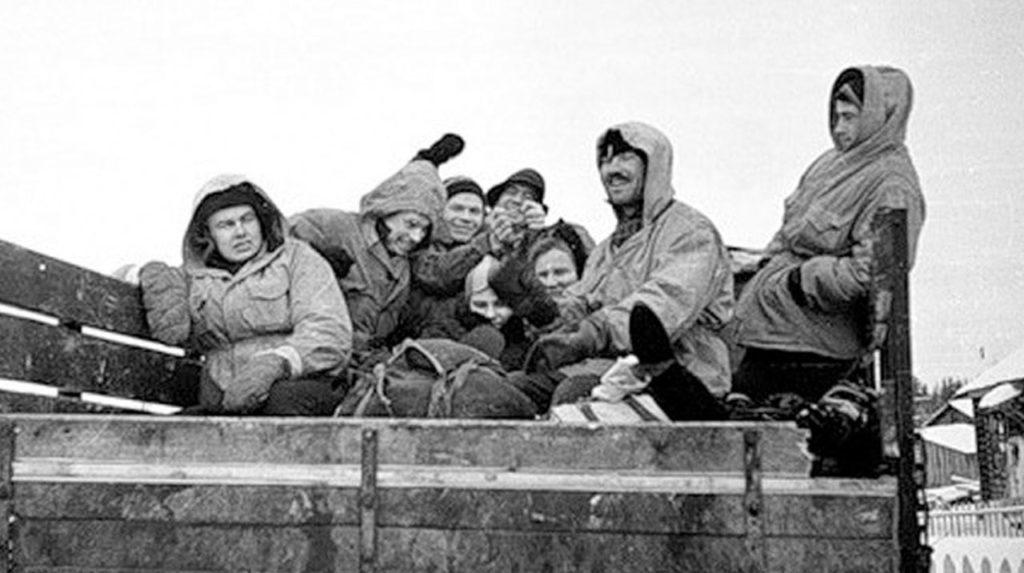 Рустем Слободин и остальные - так можно было бы назвать и этот снимок. Фото: Гугл.