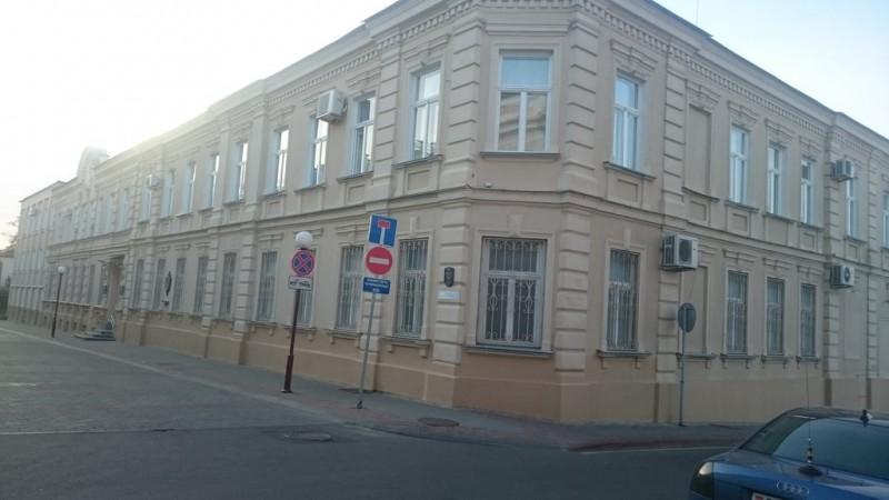 Здание, похожее на утюжок, по улице Тельмана в Гродно. Сюда, в УКГБ по Гродненской области, меня занесло в 2012 году. Фото: Гугл.