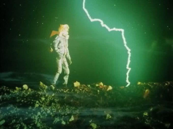 """Кадр из фильма """"Лунная радуга"""" (""""Мосфильм, 1983)."""