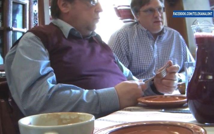 Съемка в ресторане, когда фигуранты ничего не говорят. Фото: Гугл.