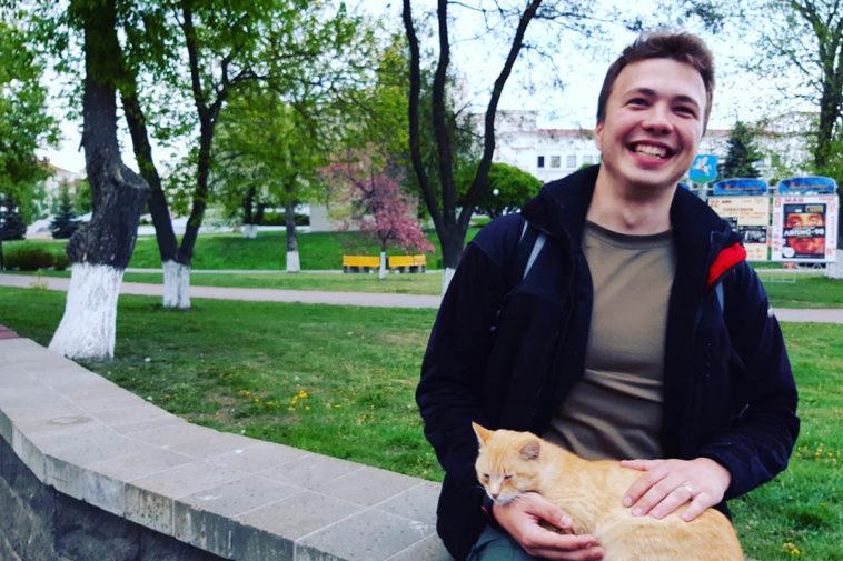 Роман Протасевич — веселый и пока еще на свободе; кот, кстати, такой же, как и у меня. Фото: Гугл.