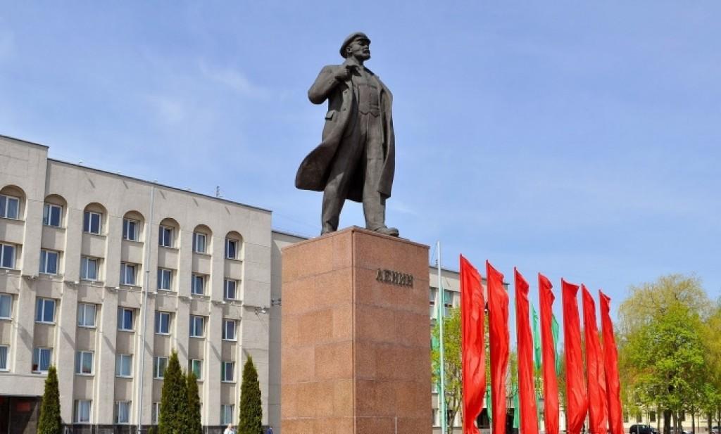 Гродно, самый центр и традиционный Владимир Ильич. Ну, это просто иллюстрация. Фото: Гугл.