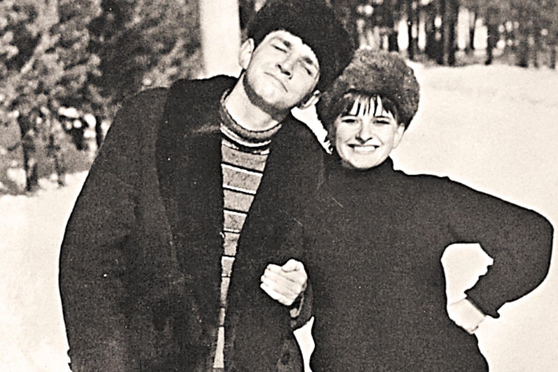 Виталий Нетыкса и Тамара Нетыкса где-то в Подмосковье накануне своей длительной зарубежной командировки. Фото: Гугл.