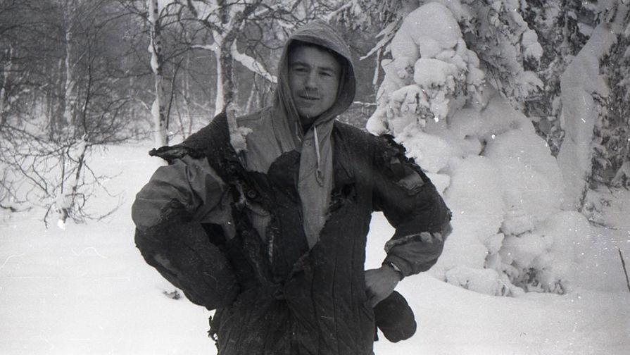 Знаменитый снимок Рустема Слободина в обгоревшей одежде. Фото: Гугл.