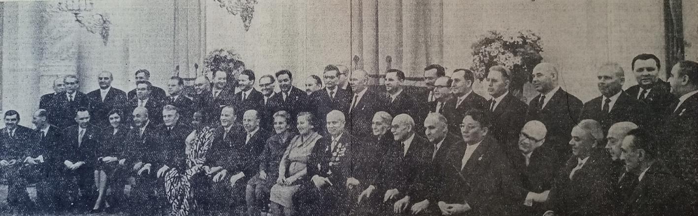"""Фото: газета """"Известия"""" за 19 апреля 1964 года (личный архив автора)."""