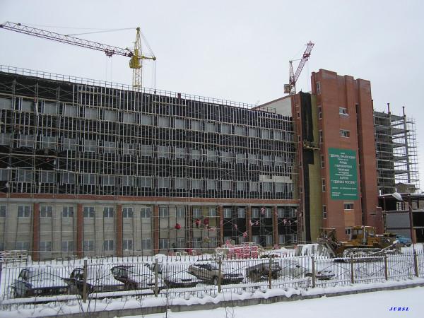 На фото здание нашего областного суда (т. н. Дворец правосудия) времен его постройки - декабрь 2004 г. (картинка кликабельна)