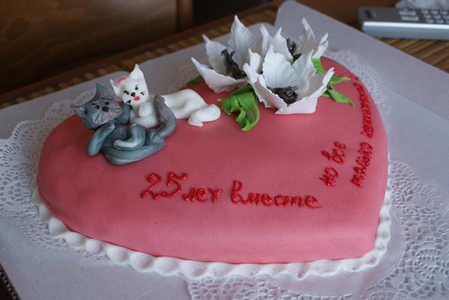 Тут торт на серебрянную свадьбу