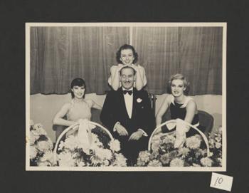 Sir_Victor_Sassoon_with_three_women
