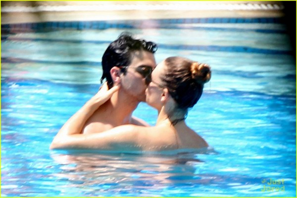 joe-jonas-blanda-pool-kisses-01