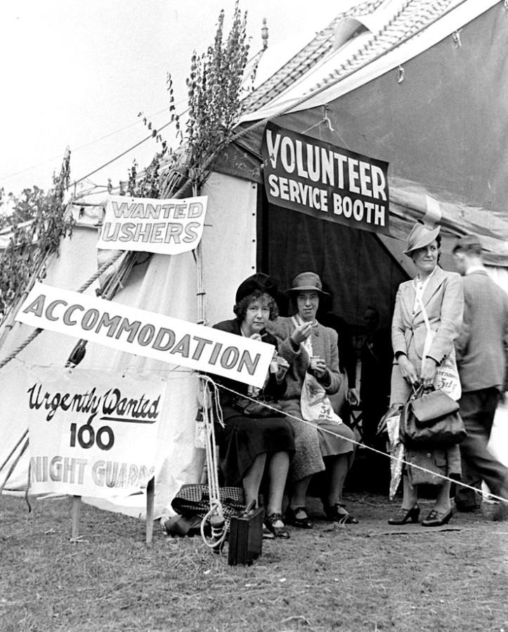 155_VolunteerDesk1_1