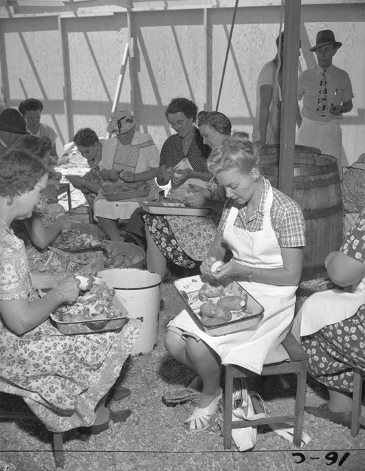 160_Los Angeles 1947 - peeling potatos at convention_1