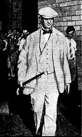 Рутерфорд с тростью_2 (Сувенирные сборник 1941 года)