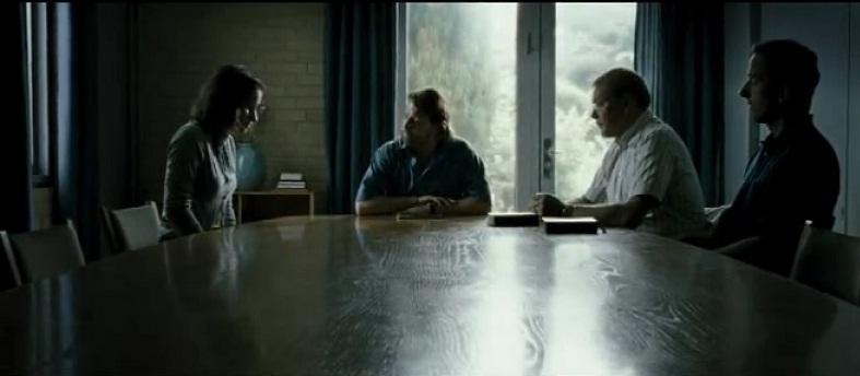 Кадр из фильма Два мира (2008) с судебным комитетом СИ