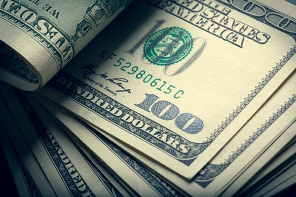 100 долларов_1