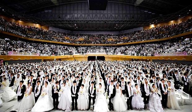 Массовая свадьба мунитов в Южной Корее