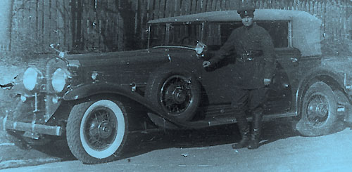 На Cadillac V-16 (All Weather Phaeton) 1931 года Удольский возил крупного военачальника Халепского. Март 1932 года