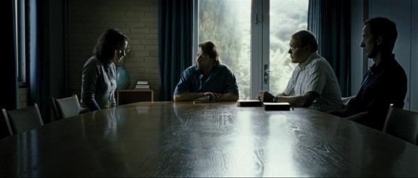 Кадр из фильма Два мира (2008) с судебным комитетом СИ_3