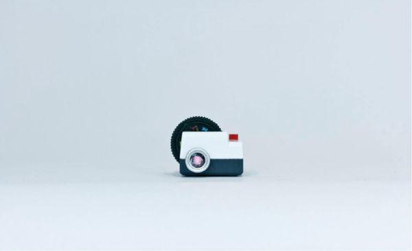 Миниатюрный проектор Projecteo