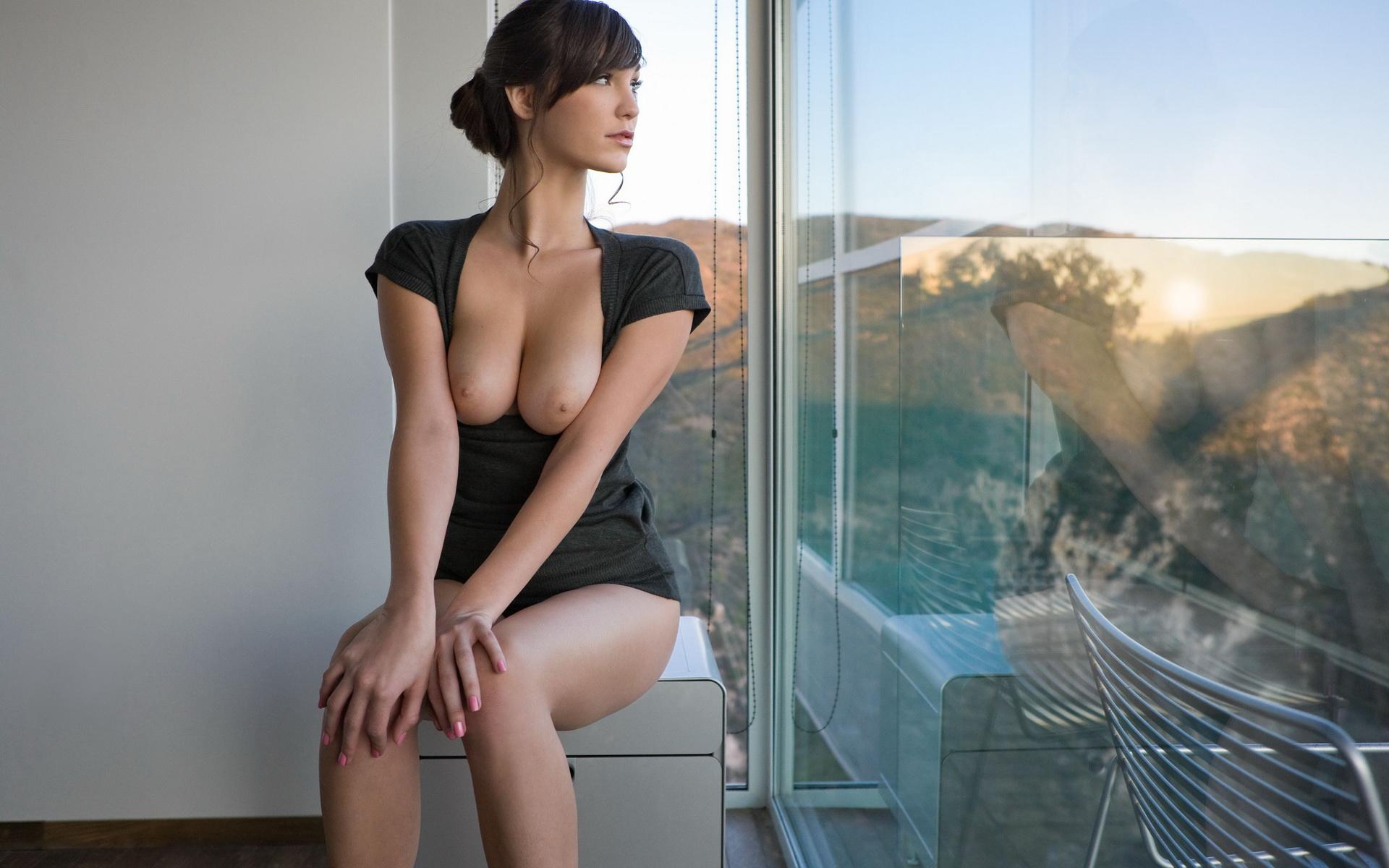 секса снятое фото обнаженной девушки у окна должен