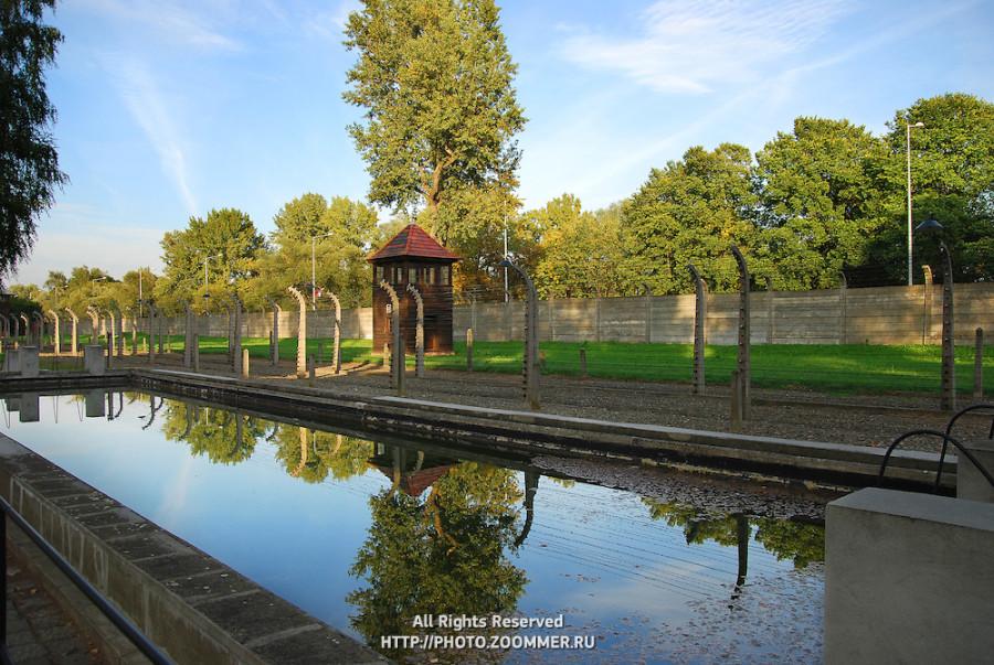 Auschwitz-camp-fire-tank