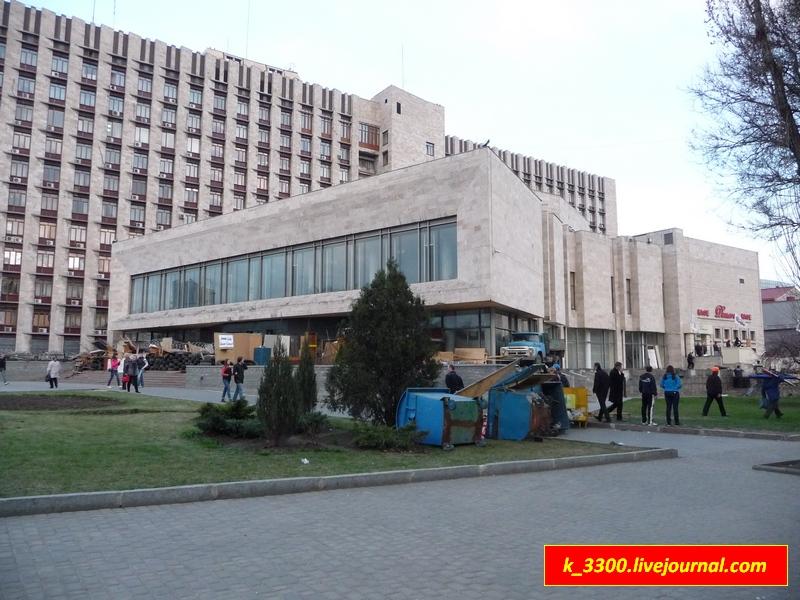 Донецкая ОГА вид с ул. Университетской 1