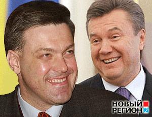 Янукович и Тягнибок улыбаются