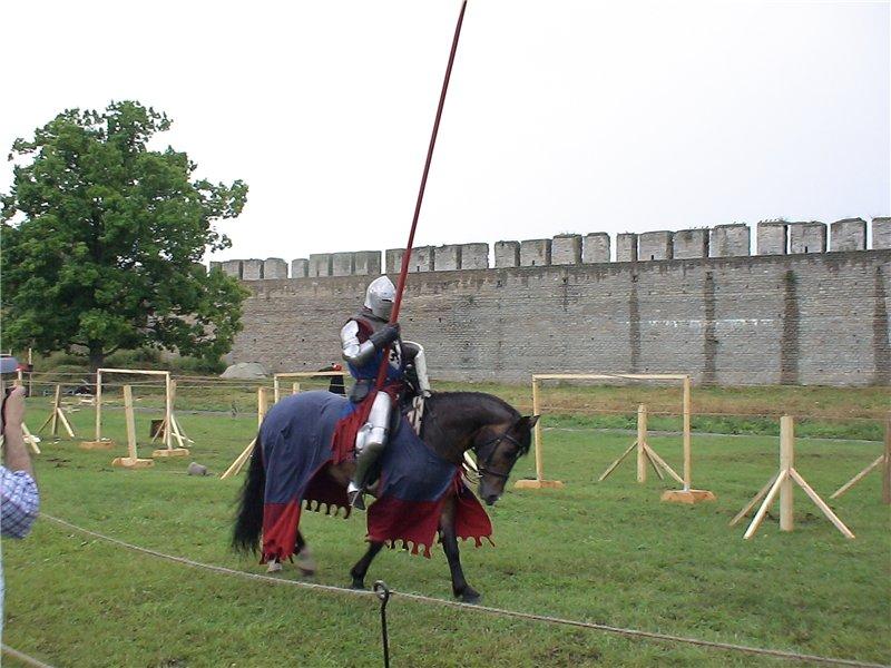 Рыцарский турнир в стенах крепости