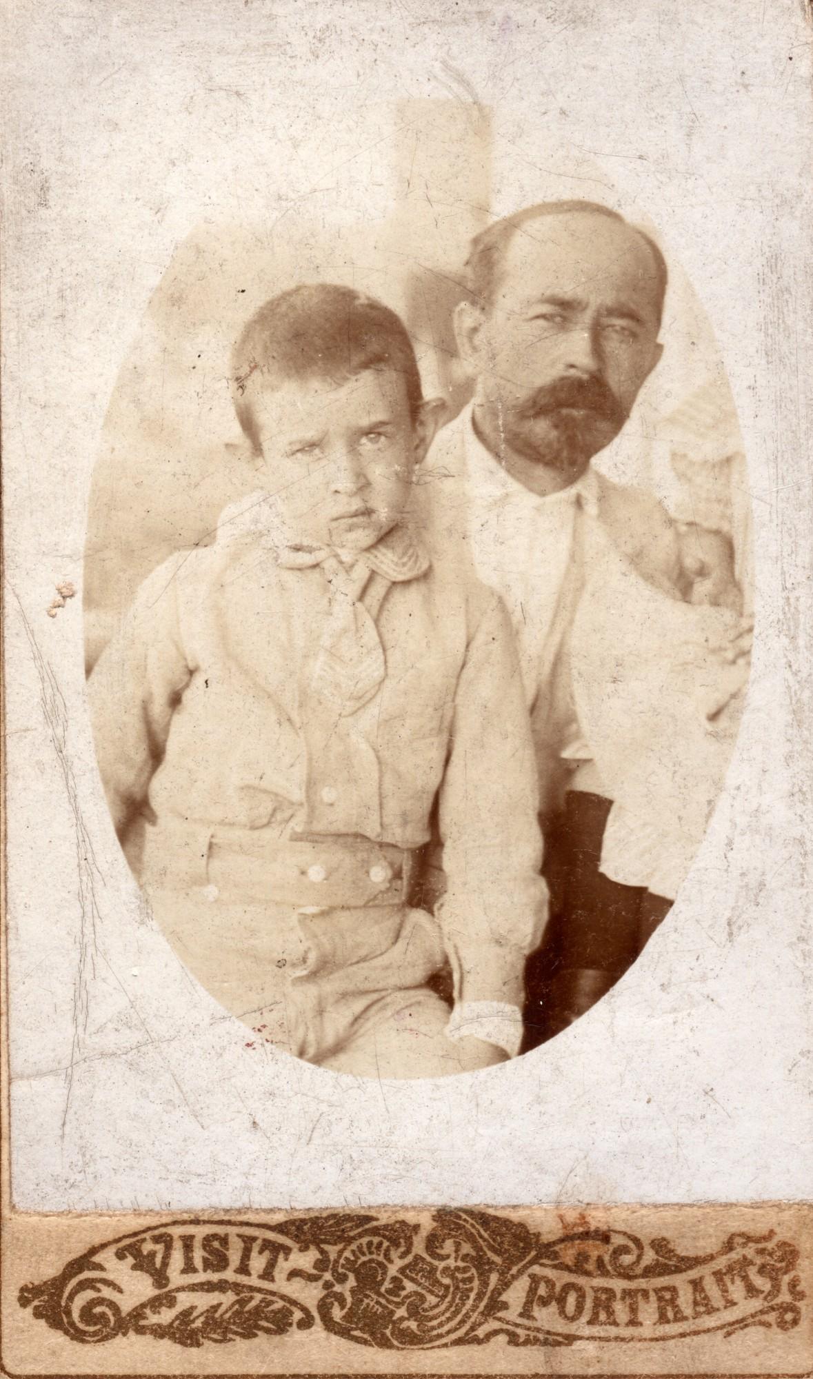 Лев Львович Пушкин с сыном Сергеем. 1906.