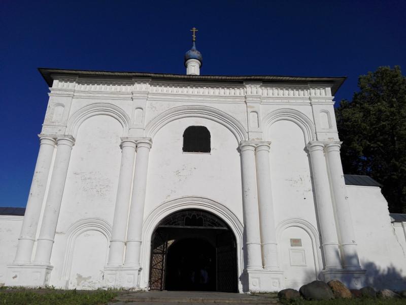 Святые ворота Данилова монастыря с храмом Тихвинской иконы Богородицы. 1700 г.