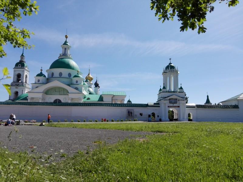 Спасо-Яковлевский монастырь недалеко от выезда из Ростова в сторону Москвы.