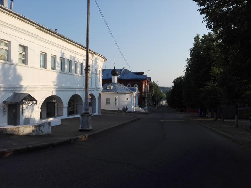 Улица Молочная гора, ведущая к Волге.