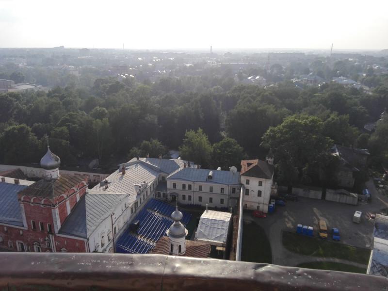 Кремль, он же - Архиерейский двор, заложенный как крепость по приказу Ивана Грозного в 1567 г.