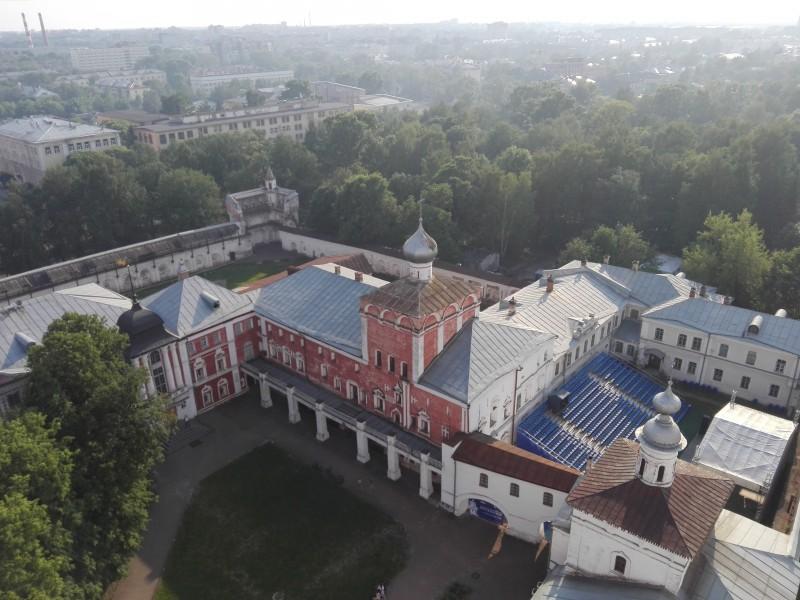 Симоновский корпус с церковью Рождества Христова (1669—1670 гг.)