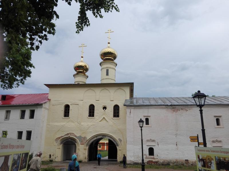 Святые врата с церковью Вознесения и приделом св. Фёдора Стратилата (1591-1593 г.)